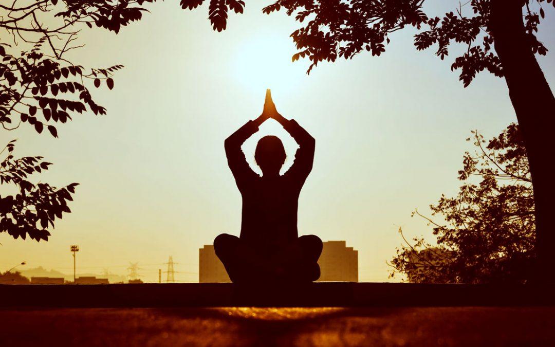 5 façons dont le yoga peut améliorer votre pratique des arts martiaux